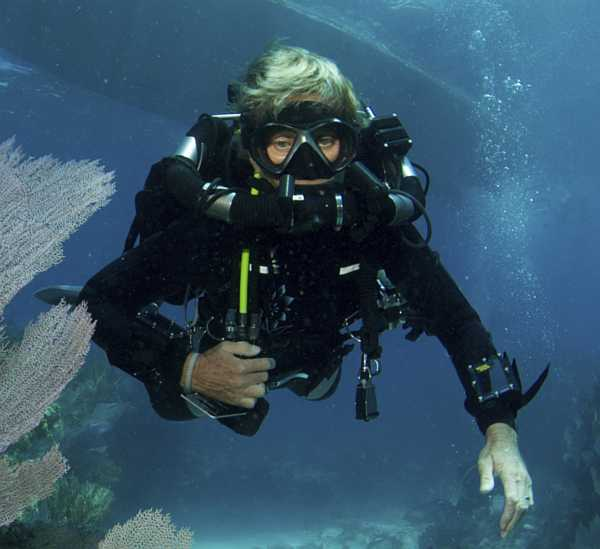 female-technical-diver-wearing-a-rebreather