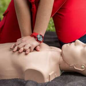 cpr-training-outdoors-reanimation-procedure